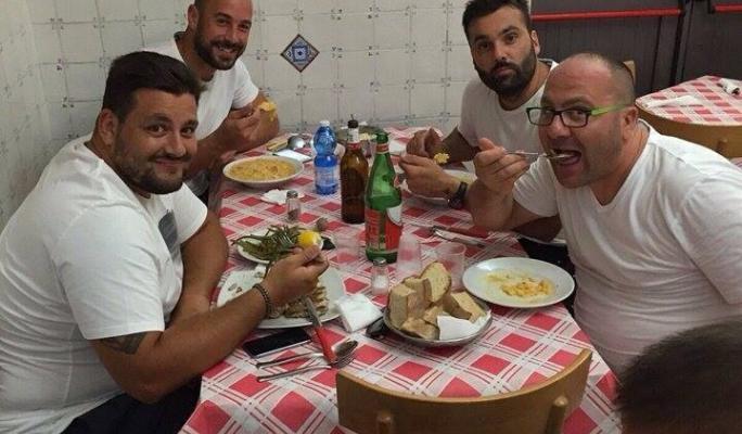 Reina il portiere azzurro da nennella toni iavarone - Buon pranzo in spagnolo ...